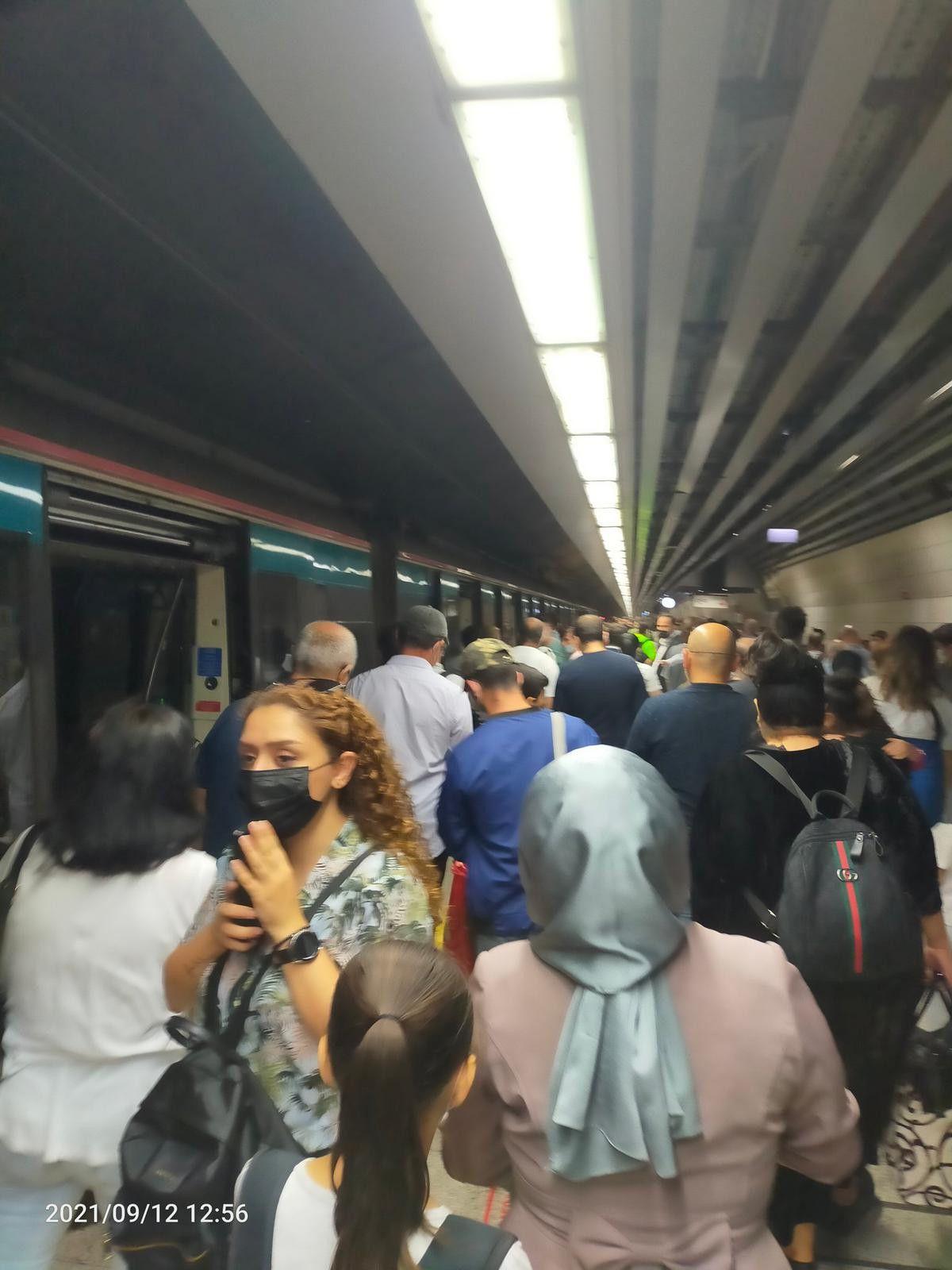 Marmaray arızalandı, yolcular rayların üzerinde yürüdü #7