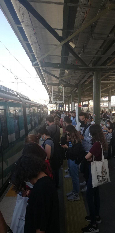 Marmaray arızalandı, yolcular rayların üzerinde yürüdü #9