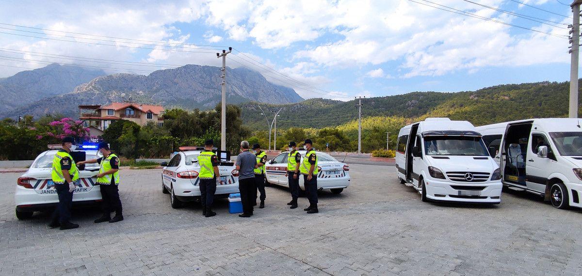 Antalya da ilki yapılan uygulamayla servis şoförünün uyuşturucu kullandığı belirlendi #3