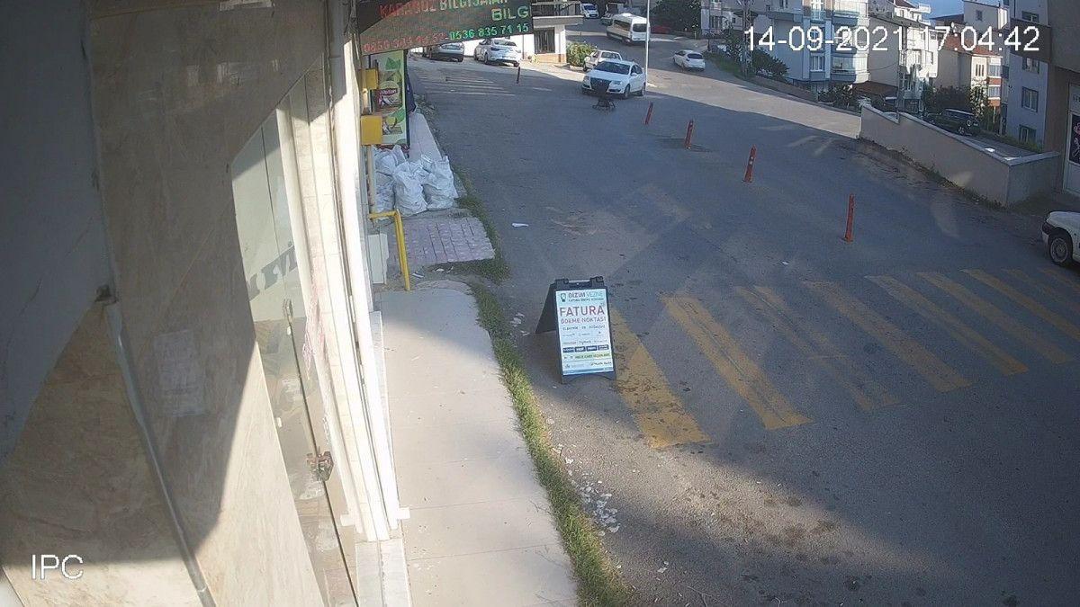 Sinop ta içinde çocuk olan bebek arabası yokuştan kayıp, 3 metreden düştü #6