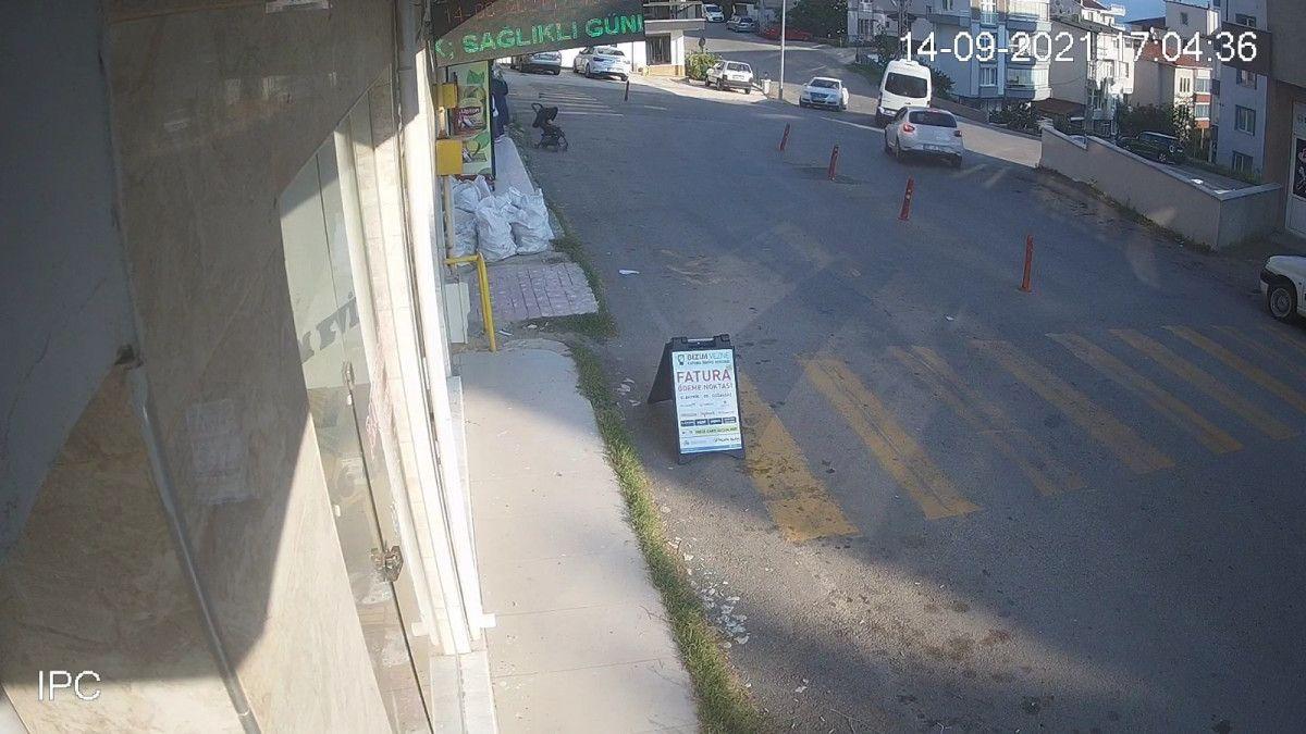 Sinop ta içinde çocuk olan bebek arabası yokuştan kayıp, 3 metreden düştü #2