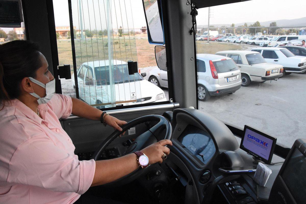 Kütahya da ilk kez bir kadın, otobüs şoförlüğüne başladı #8