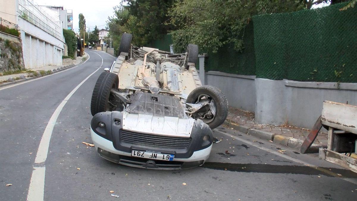 Sarıyer de sürücü, aracını kaldırıma çarparak takla attı #2