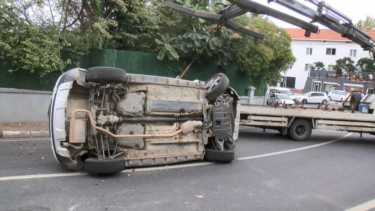 Sarıyer de sürücü, aracını kaldırıma çarparak takla attı #7