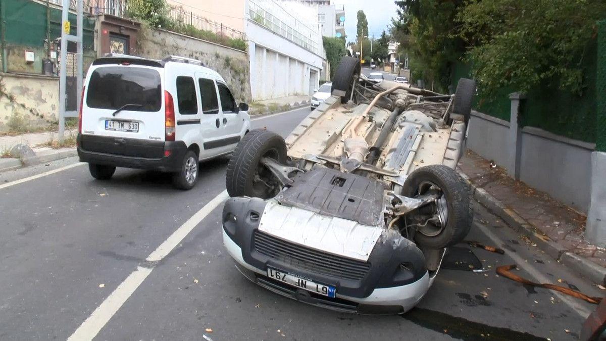 Sarıyer de sürücü, aracını kaldırıma çarparak takla attı #4
