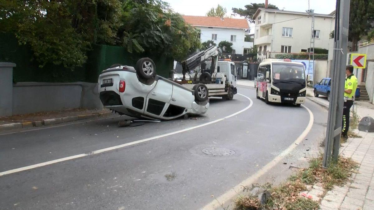 Sarıyer de sürücü, aracını kaldırıma çarparak takla attı #3