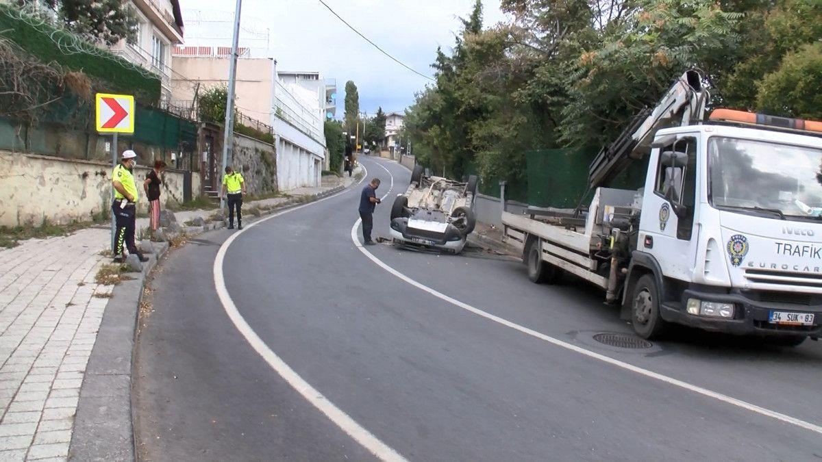 Sarıyer de sürücü, aracını kaldırıma çarparak takla attı #5