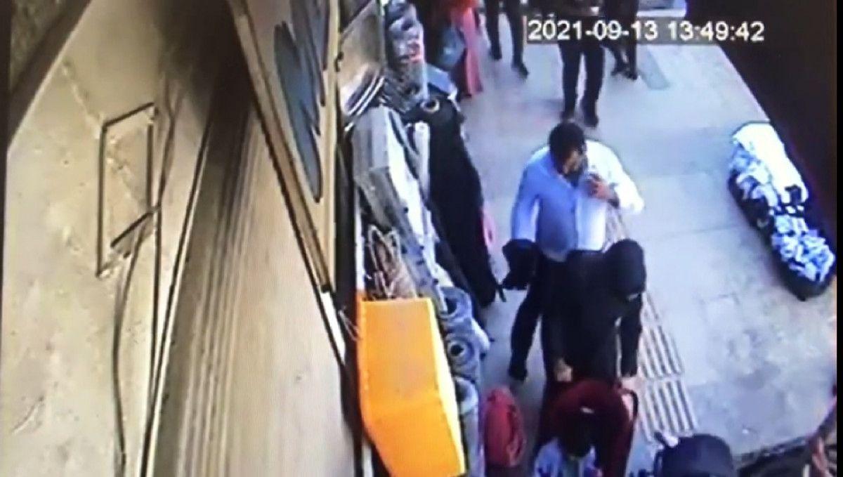 Van da bebek arabasıyla yürüyen kadının telefonu çalındı #3