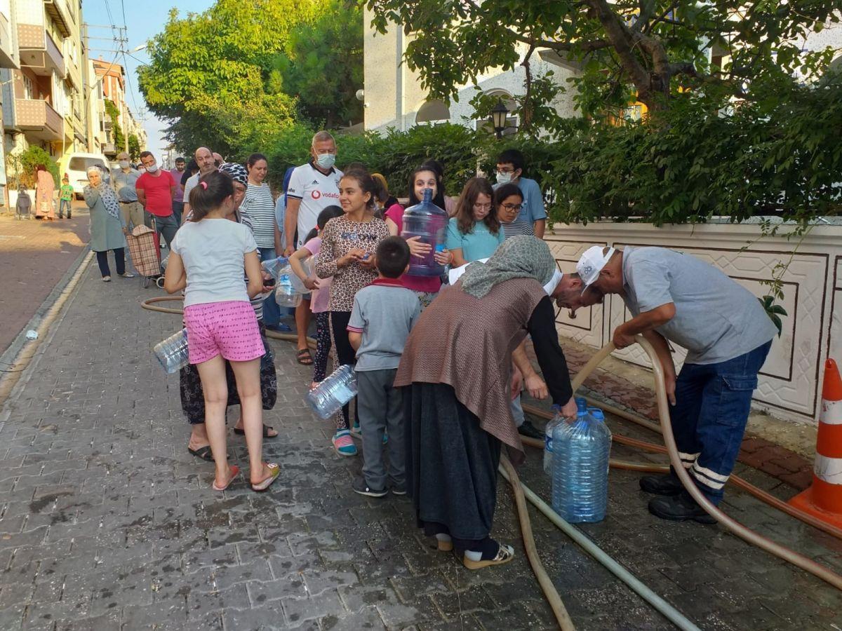 Tekirdağ Çorlu da vatandaş su almak için sokağa döküldü #4