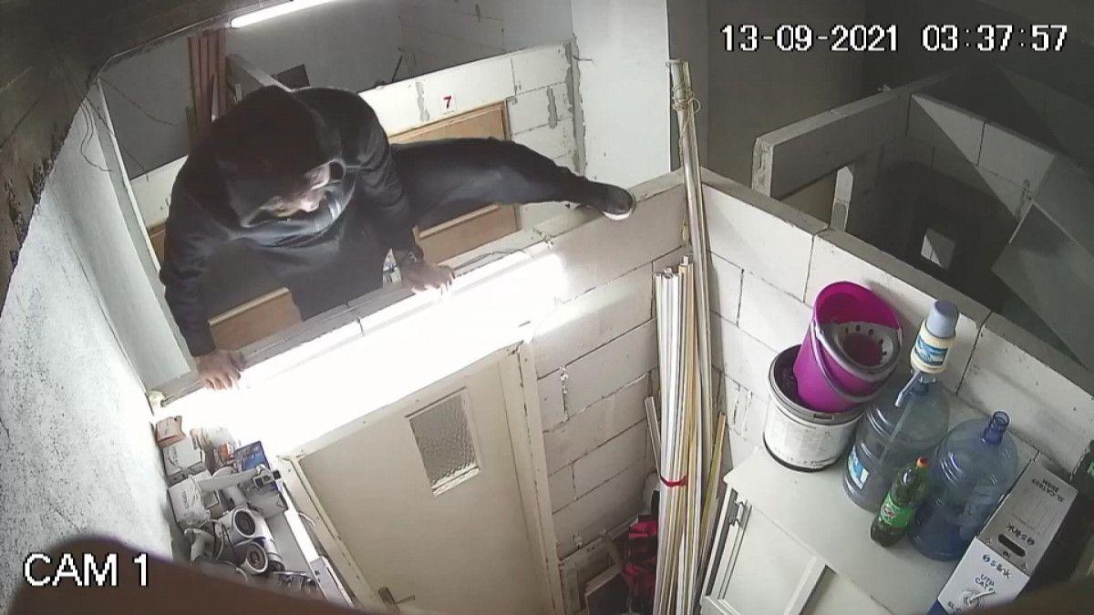 Bursa da hırsızlar güvenlik kamerasını da çaldı #3