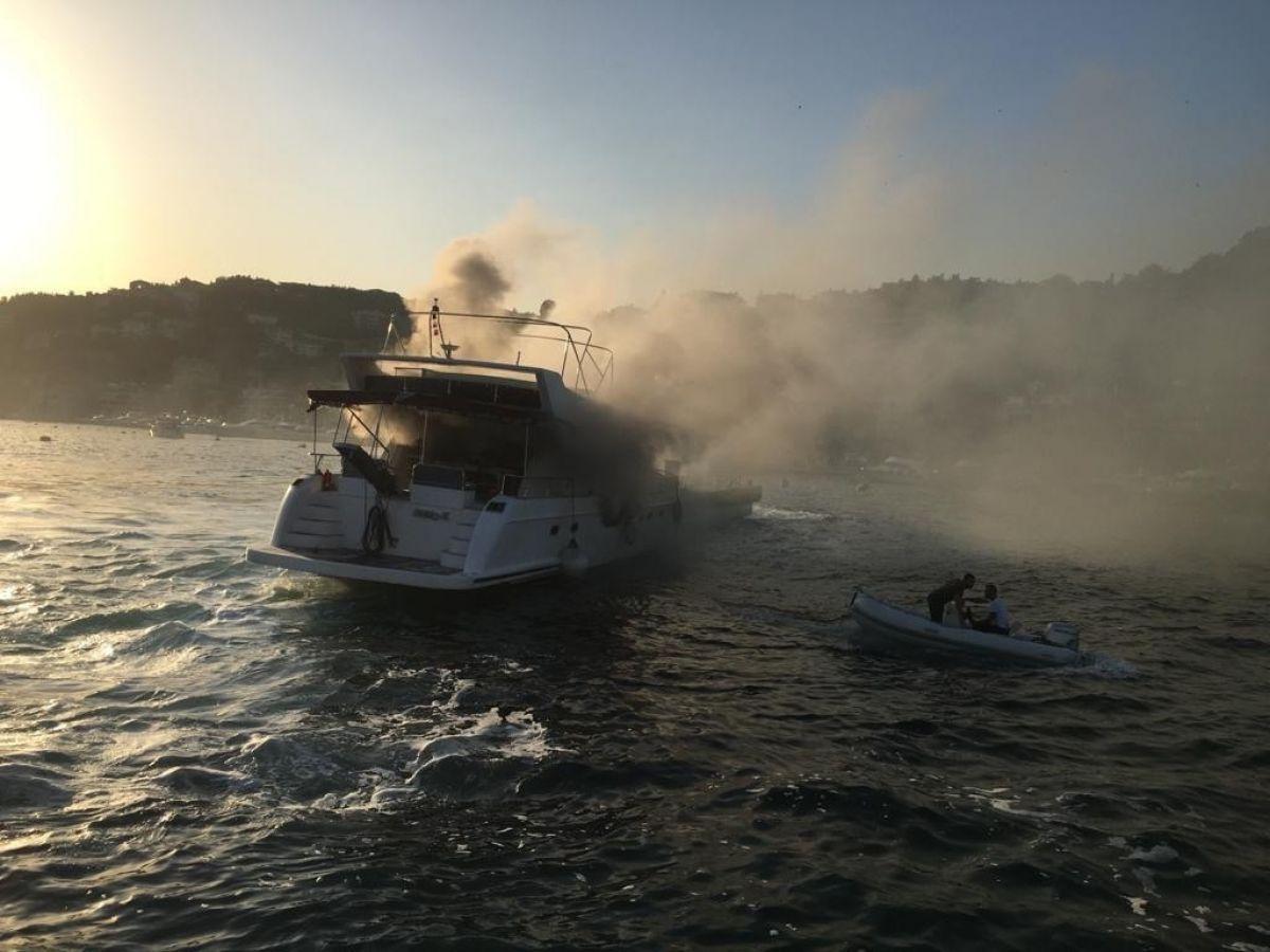 İstanbul Bebek te tekne yangını #1