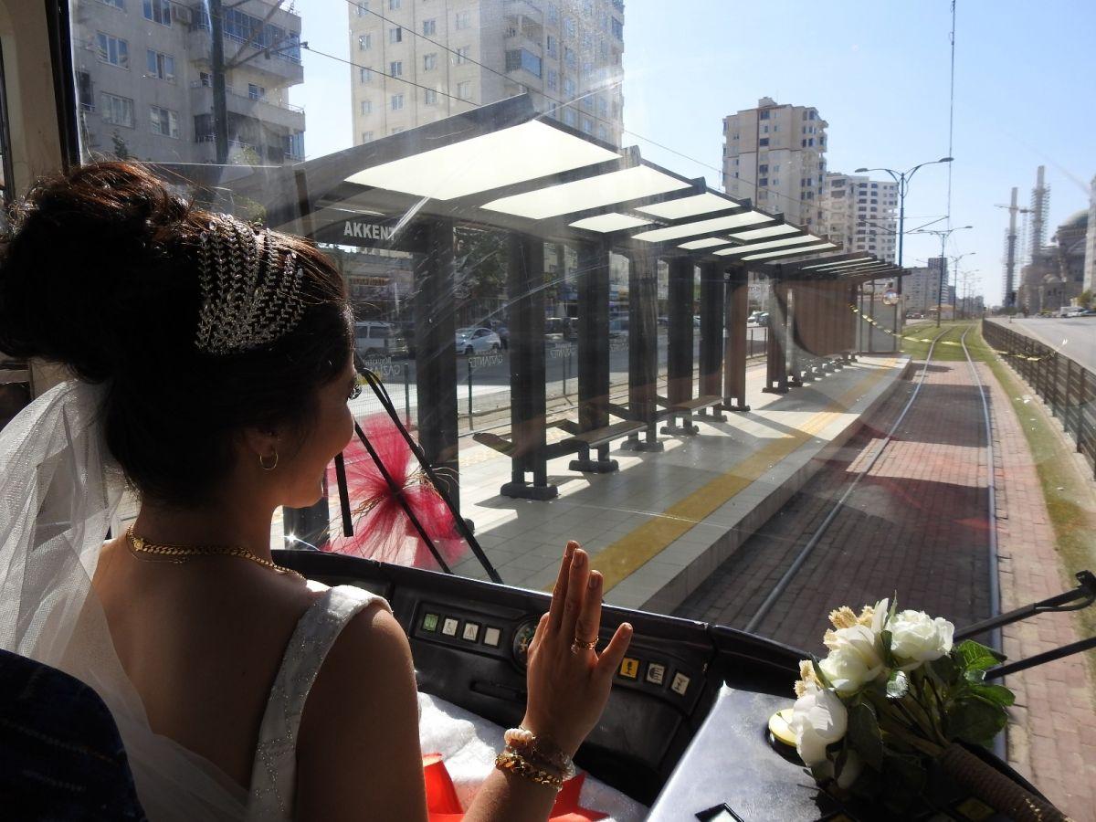 Gaziantep te tramvay, gelin aracı oldu #10