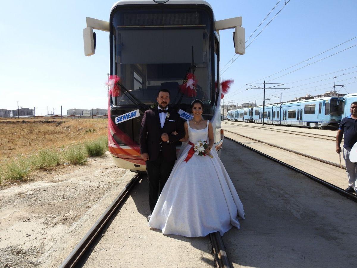 Gaziantep te tramvay, gelin aracı oldu #2