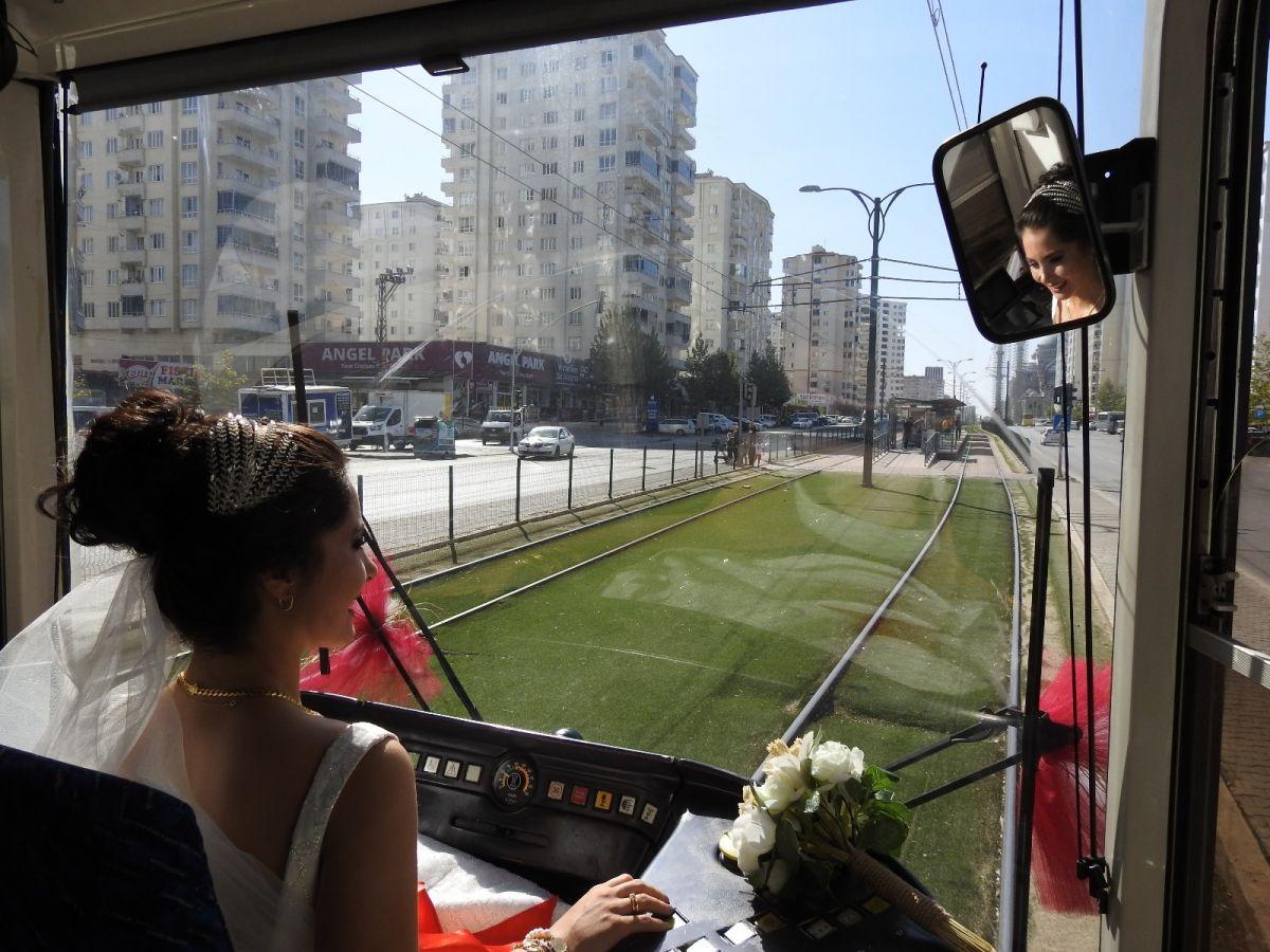 Gaziantep te tramvay, gelin aracı oldu #1