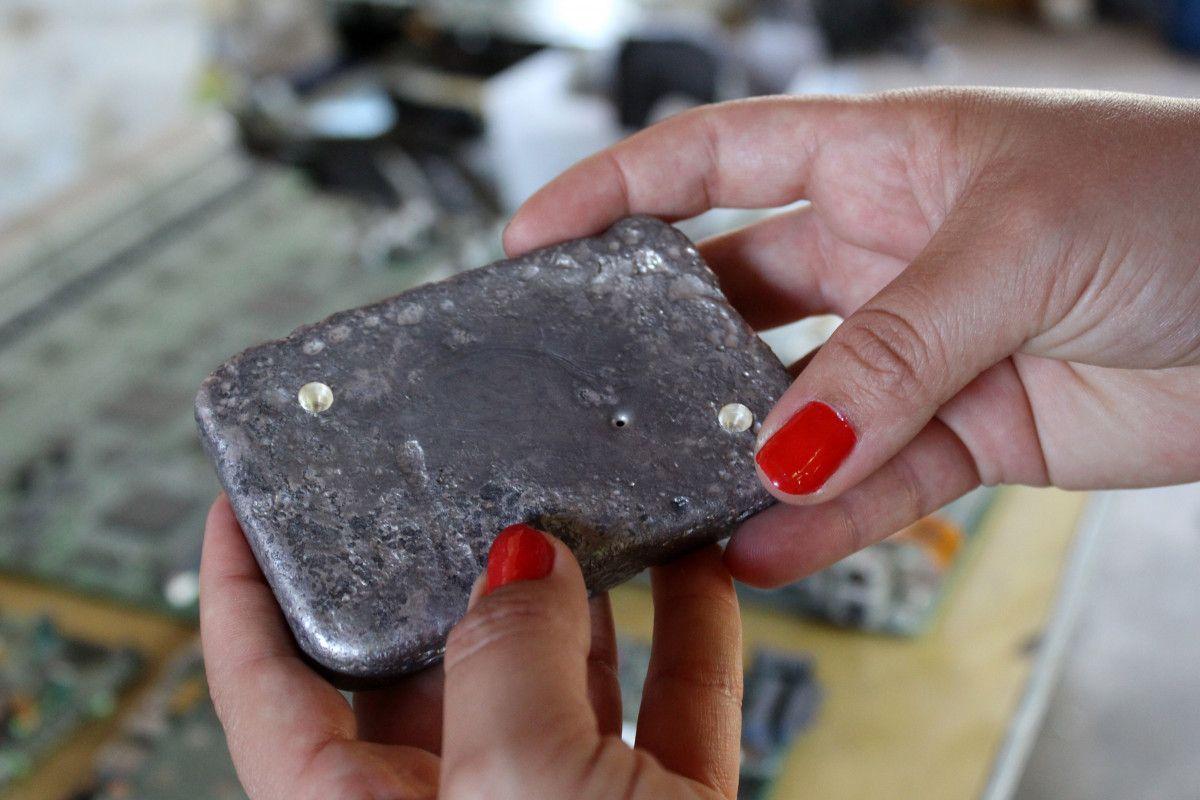 Antalya da iki arkadaş elektronik atıklardaki altınları ayrıştırıyor #9
