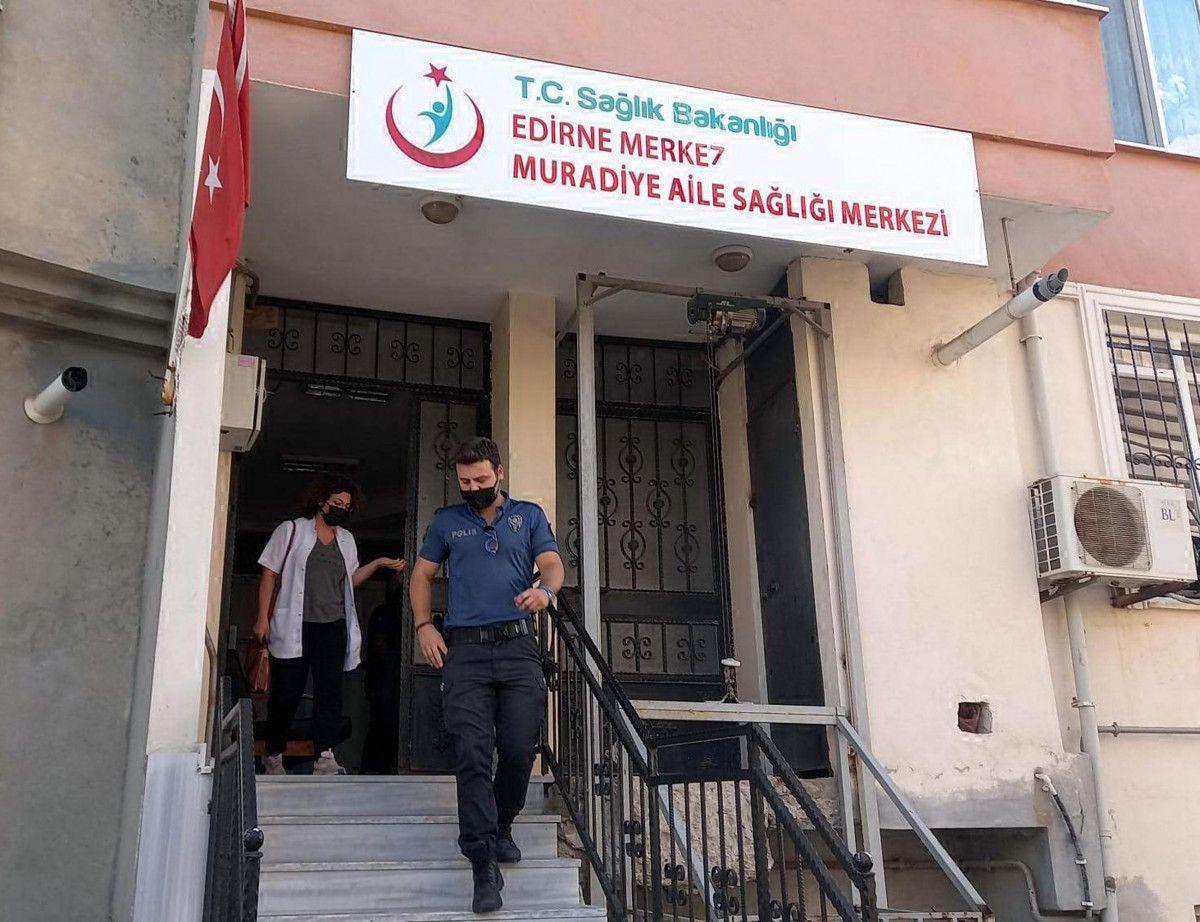 Edirne de karantinayı ihlal eden adam doktorla tartıştı #3