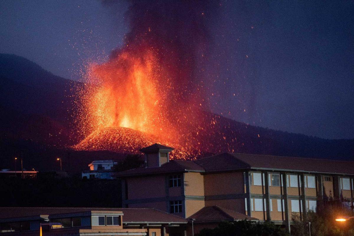 Kanarya Adaları'ndaki yanardağ felaketinde 400 ev kül oldu #2