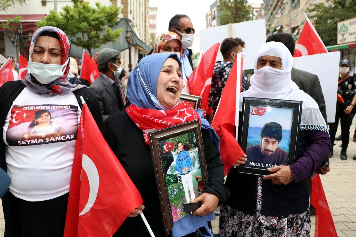 Van da evlat nöbetindeki anne: Anneler kazanacak, HDP yerin dibine girecek #3