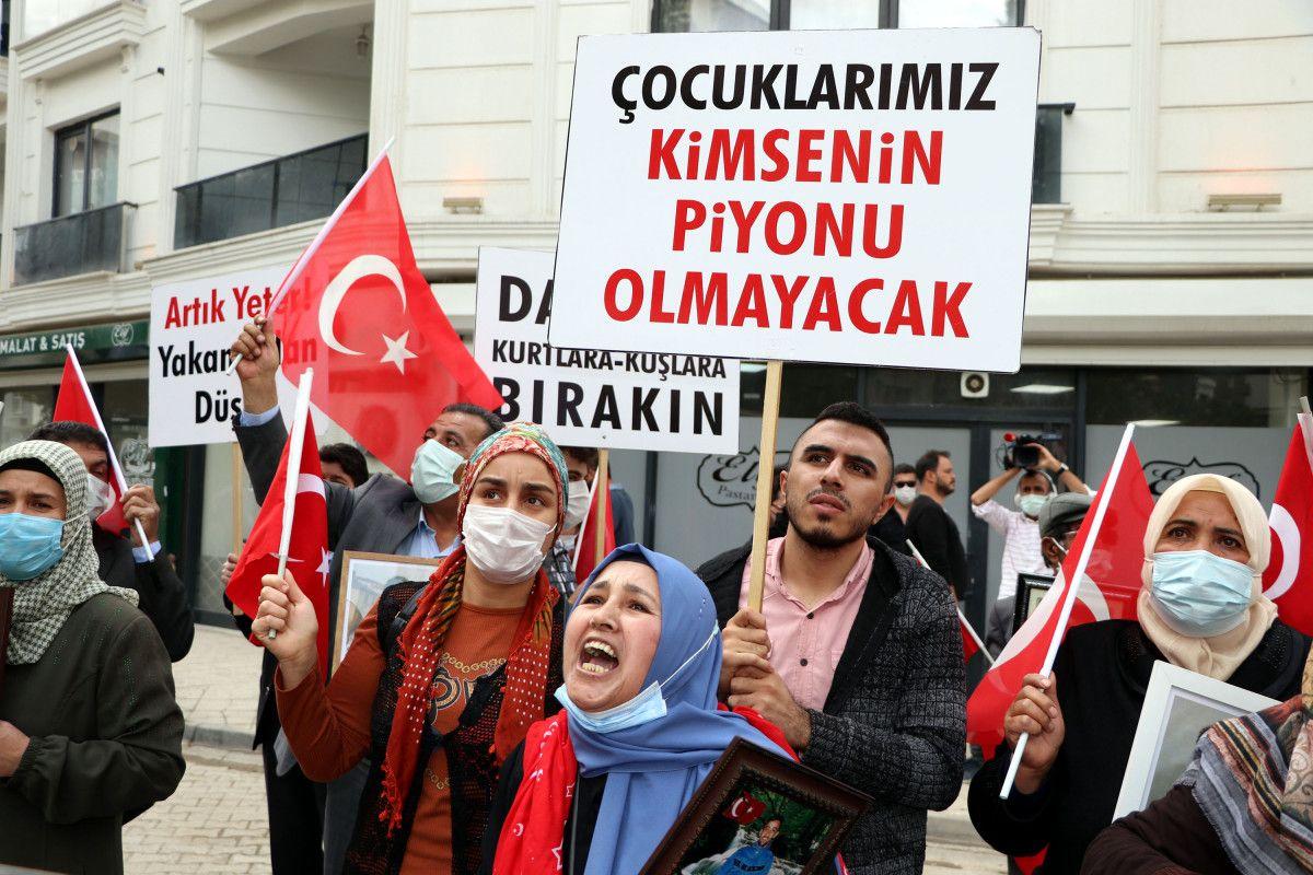 Van da evlat nöbetindeki anne: Anneler kazanacak, HDP yerin dibine girecek #9