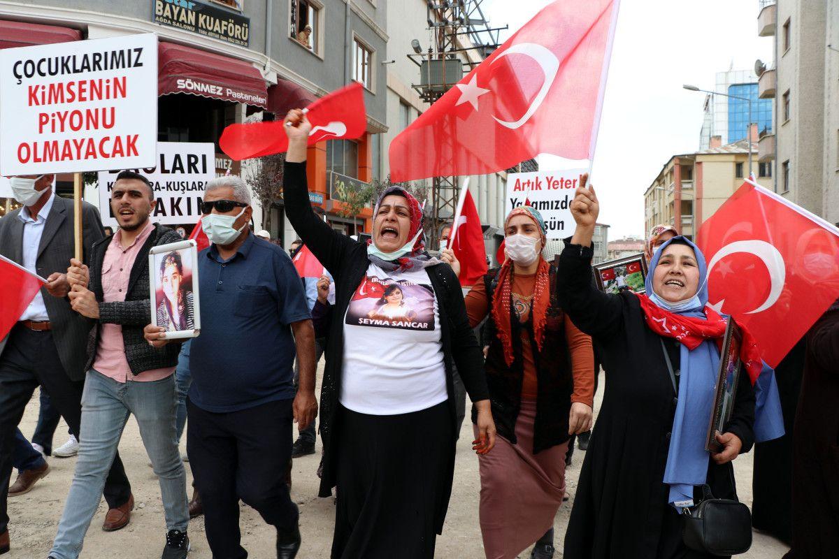 Van da evlat nöbetindeki anne: Anneler kazanacak, HDP yerin dibine girecek #7