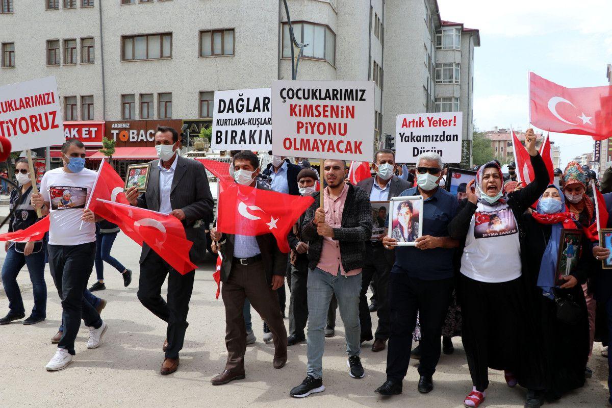 Van da evlat nöbetindeki anne: Anneler kazanacak, HDP yerin dibine girecek #1