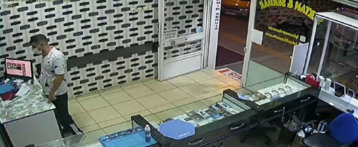 Mersin'de bir hırsız, bozuk telefonu çaldı #4