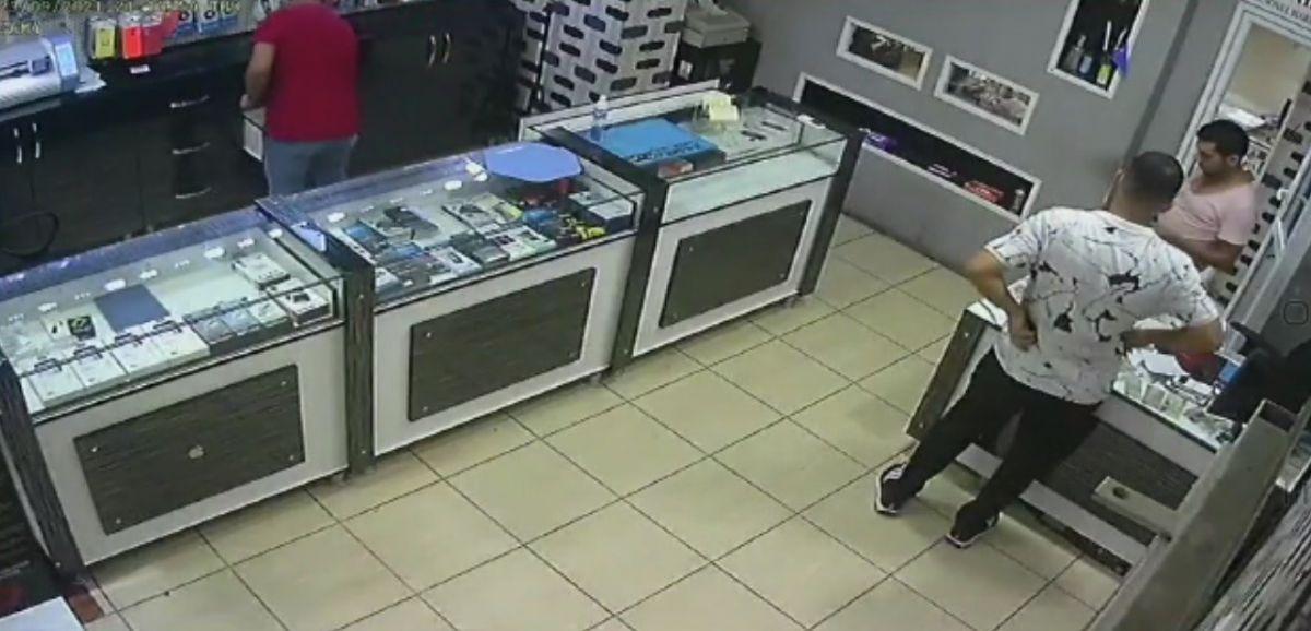 Mersin'de bir hırsız, bozuk telefonu çaldı #3