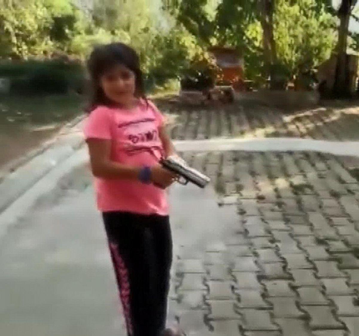 Rize de yeğenine tabanca veren amca vurulmaktan son anda kurtuldu #1