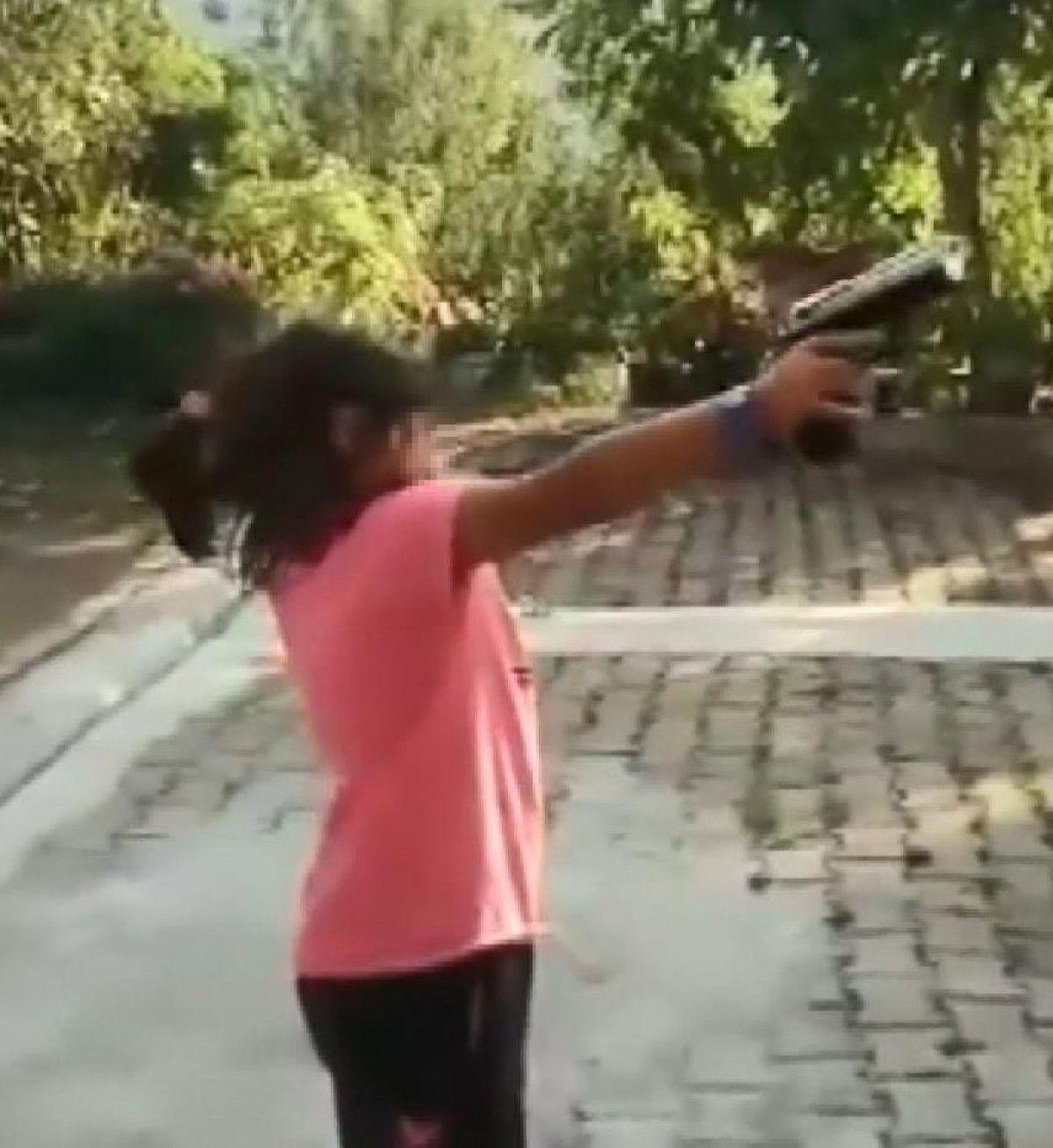 Rize de yeğenine tabanca veren amca vurulmaktan son anda kurtuldu #2