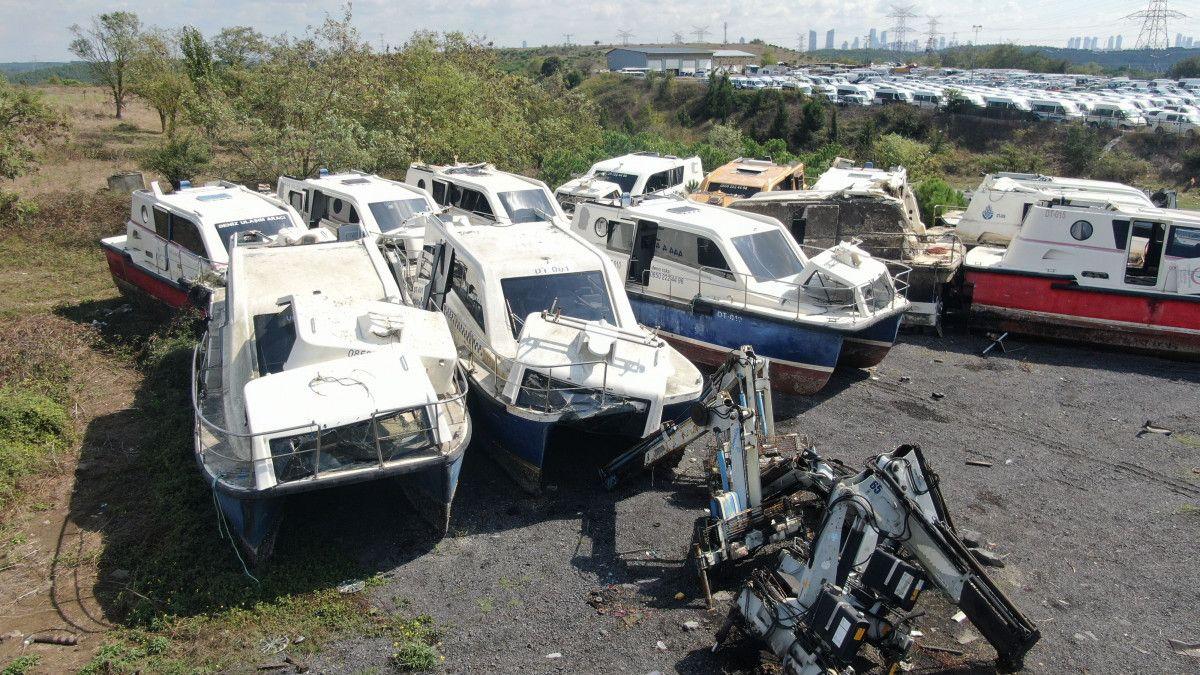Yeni deniz taksileri suya inerken, eskileri kaderine terk edildi #2