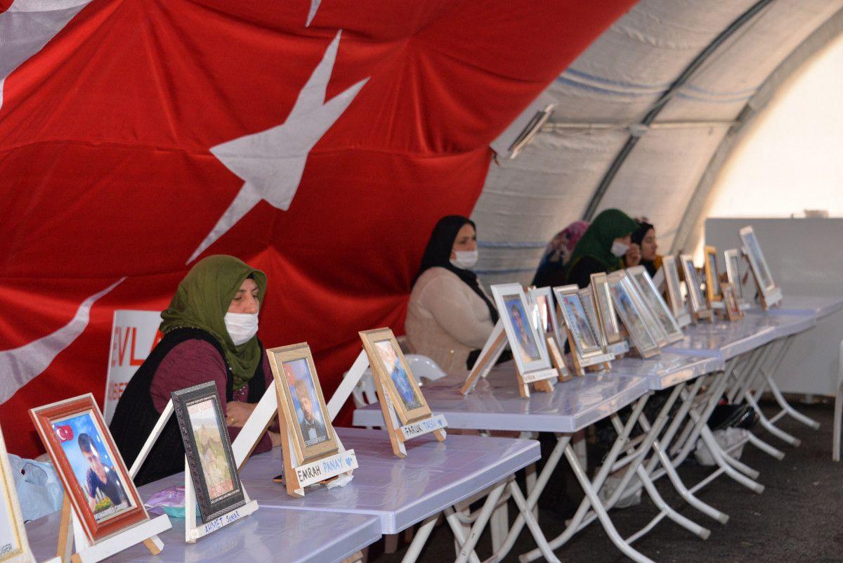 Diyarbakır da evlat nöbetindeki anne: İki evlat acısıçekiyorum #4