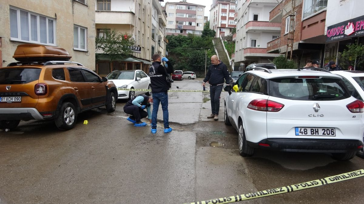Trabzon da kavgayı ayırmaya çalışan kişi, kurşunun hedefi oldu #1