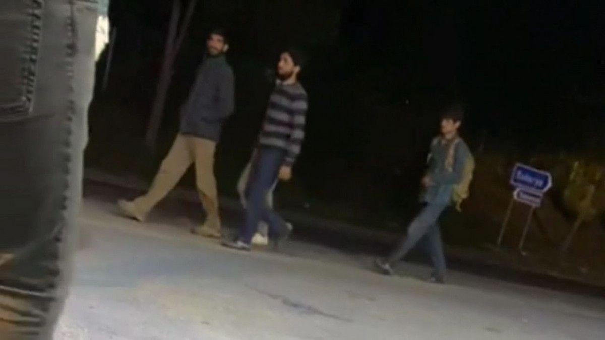 Sakarya da arızalanan tırın kasasında bulunan göçmenler kaçtı #1