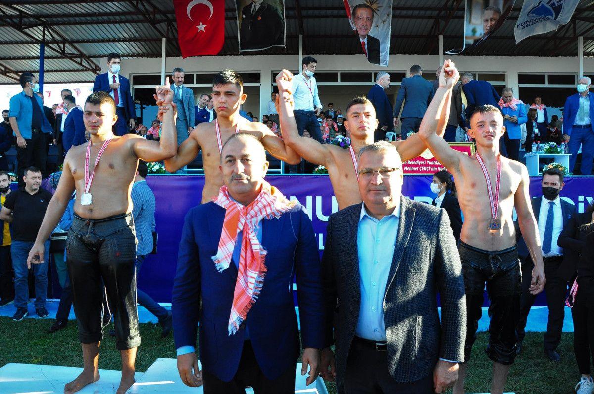 Mevlüt Çavuşoğlu, Manisa da yağlı güreş programına katıldı #1