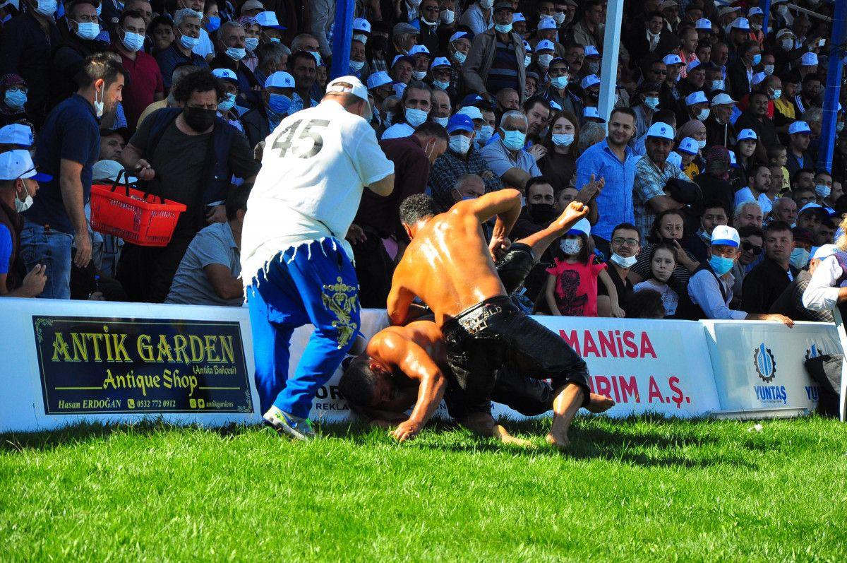Mevlüt Çavuşoğlu, Manisa da yağlı güreş programına katıldı #8