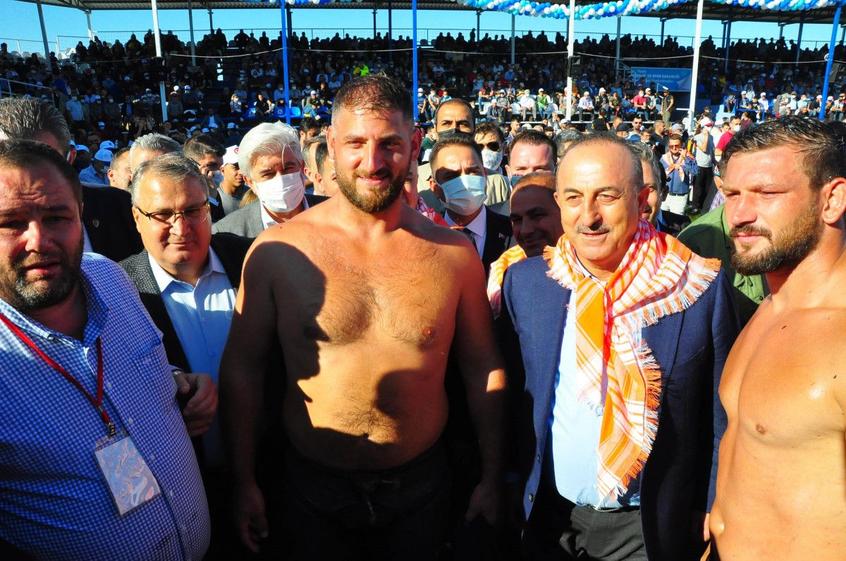 Mevlüt Çavuşoğlu, Manisa da yağlı güreş programına katıldı #4