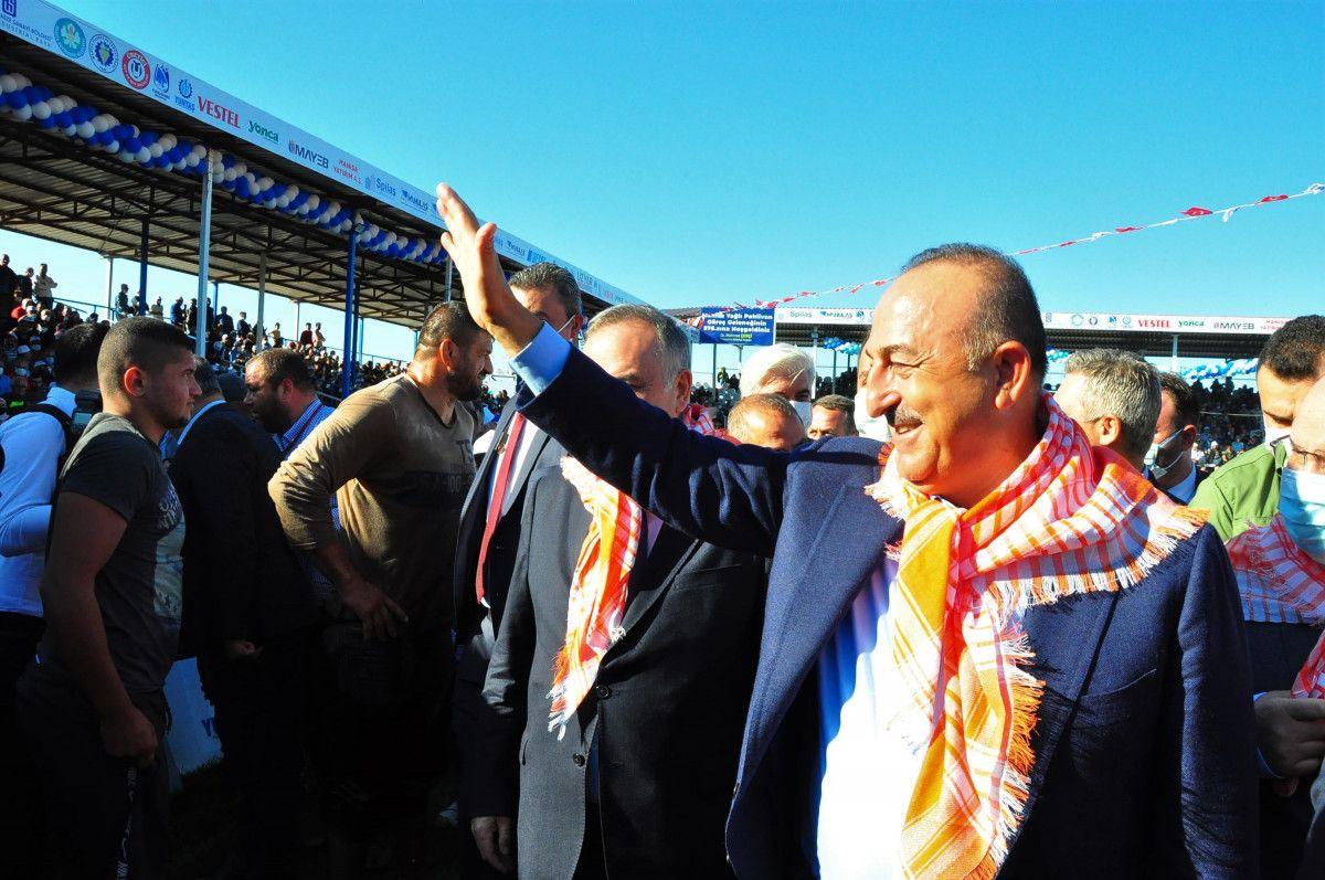 Mevlüt Çavuşoğlu, Manisa da yağlı güreş programına katıldı #2