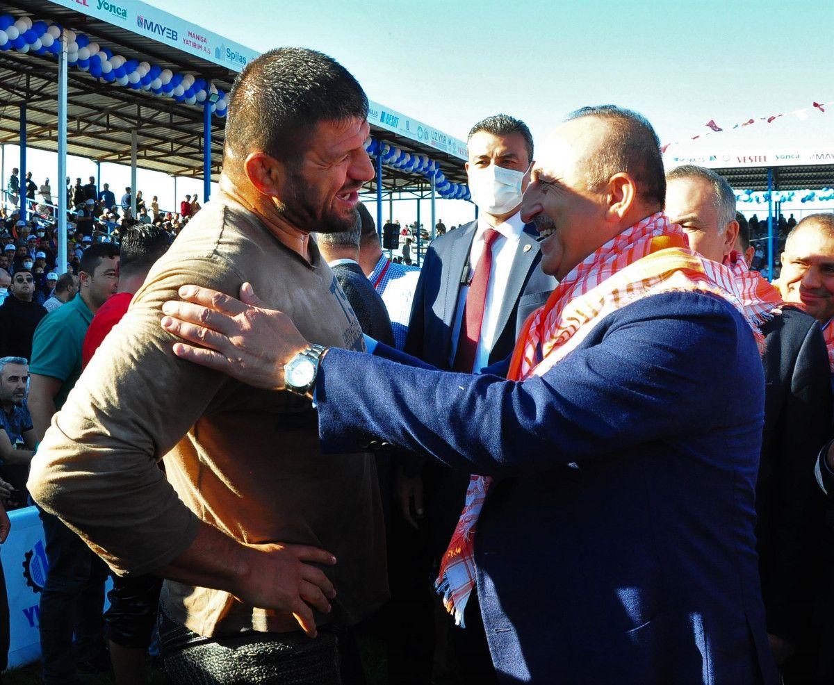 Mevlüt Çavuşoğlu, Manisa da yağlı güreş programına katıldı #3