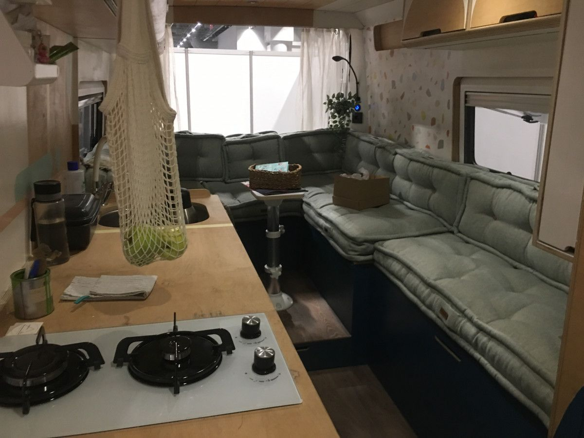 İstanbul daki iki kız kardeş, yaptıkları karavanla Türkiye yi keşfediyor #1