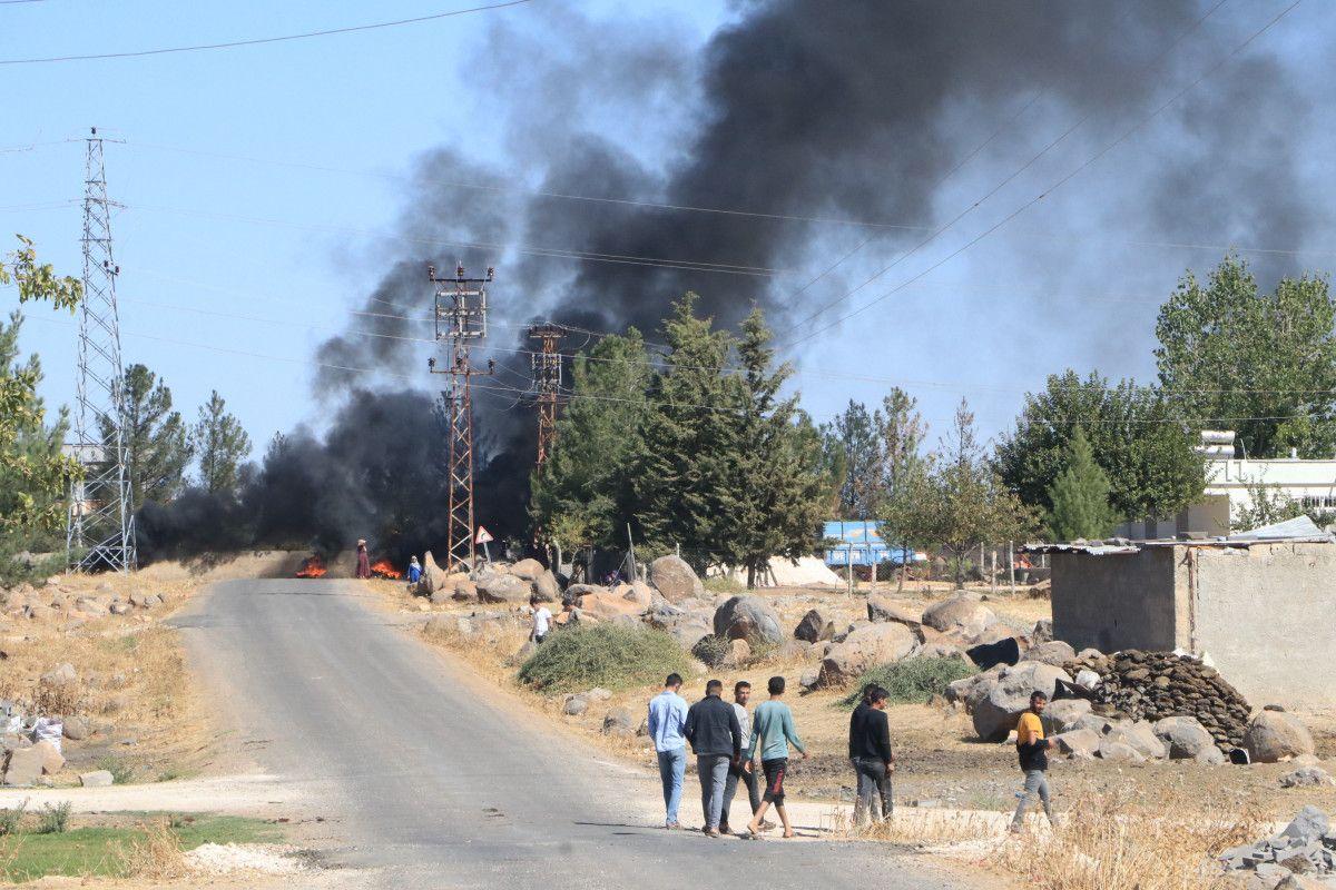 Şanlıurfa da kaçak elektrik kullananlara yapılan denetimde lastik yakıldı #17