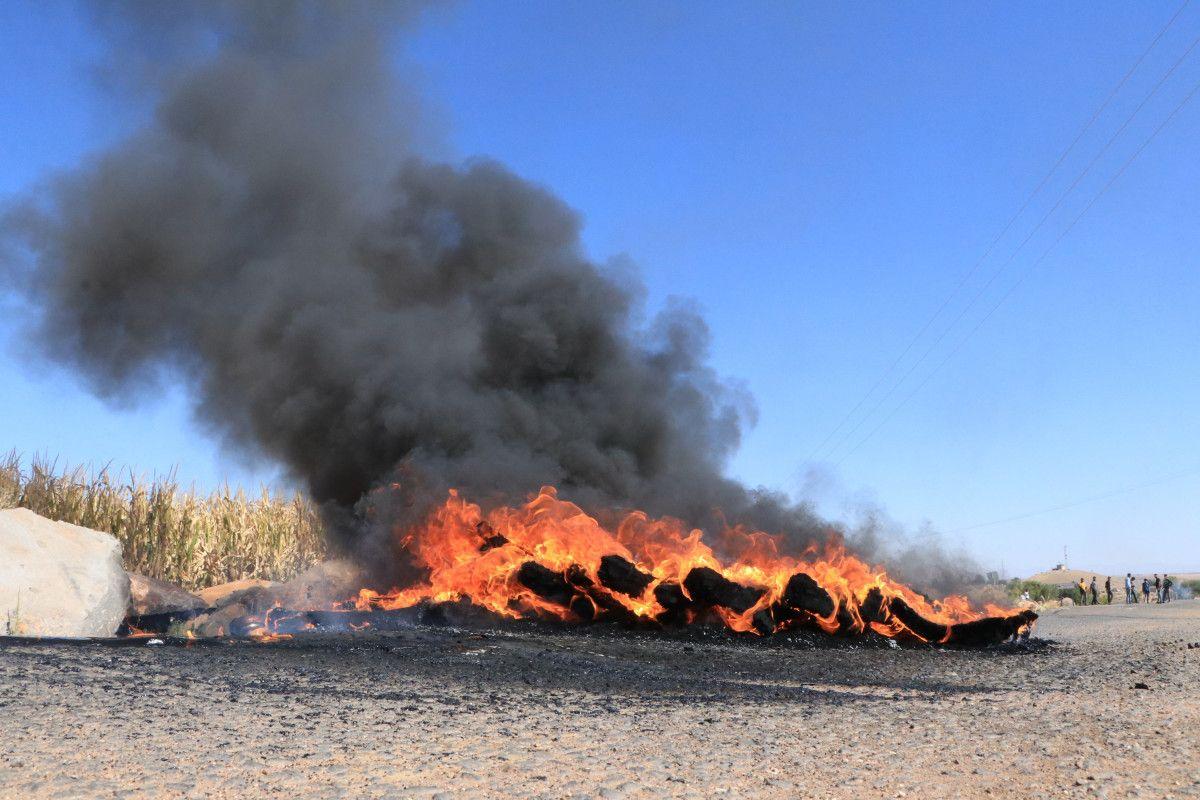Şanlıurfa da kaçak elektrik kullananlara yapılan denetimde lastik yakıldı #10
