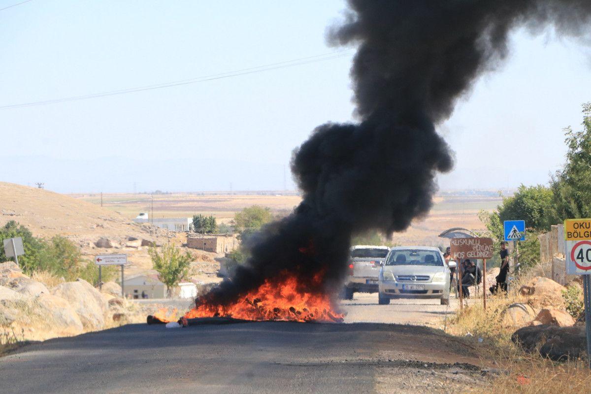 Şanlıurfa da kaçak elektrik kullananlara yapılan denetimde lastik yakıldı #1