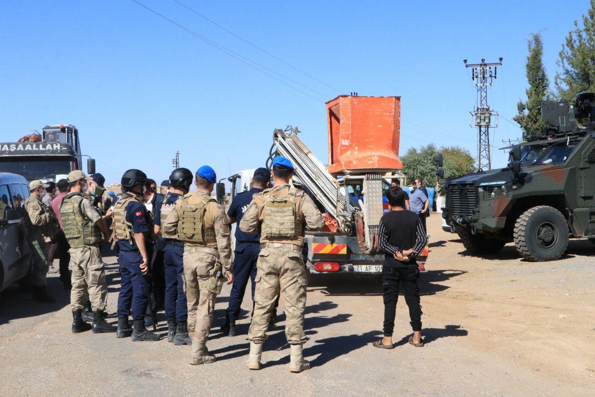 Şanlıurfa da kaçak elektrik kullananlara yapılan denetimde lastik yakıldı #16