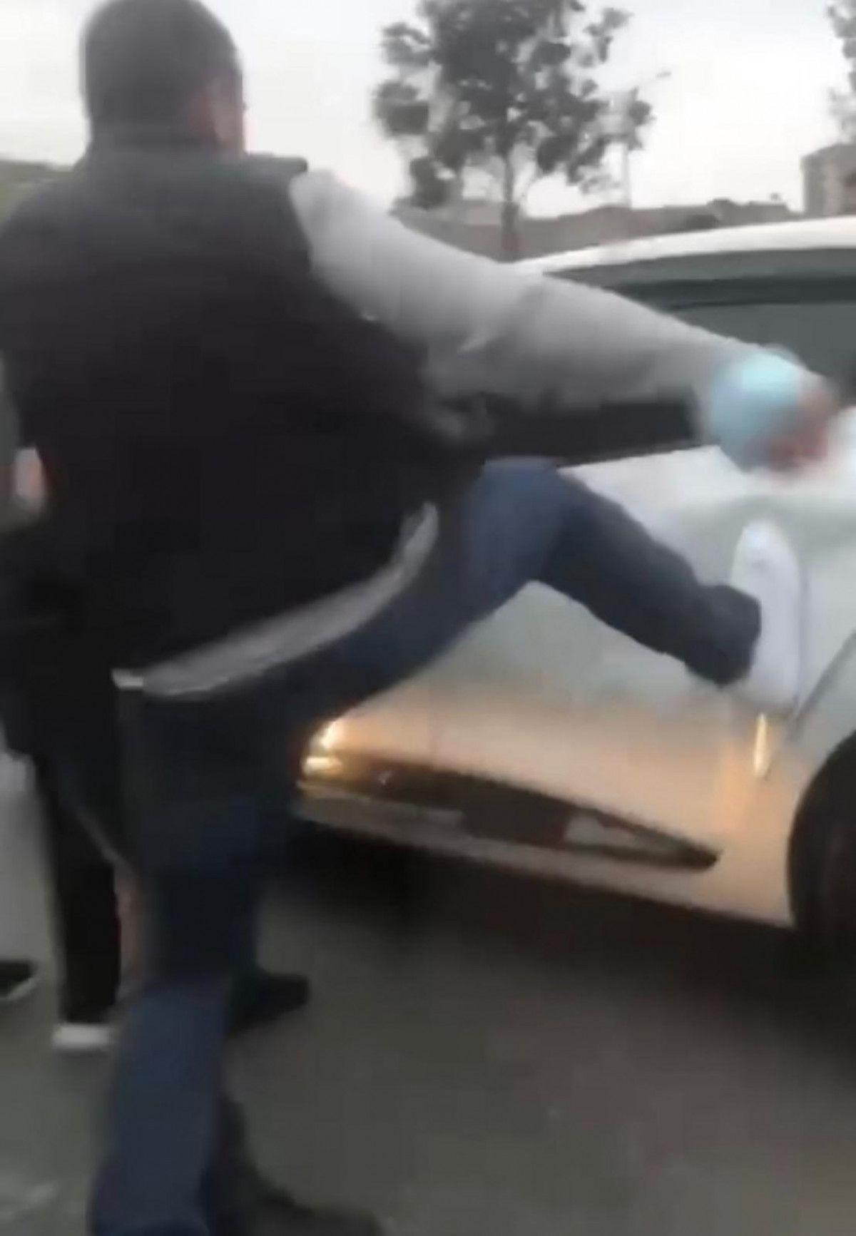 Ümraniye de tartıştıkları sürücünün otomobilini tekmelediler #2
