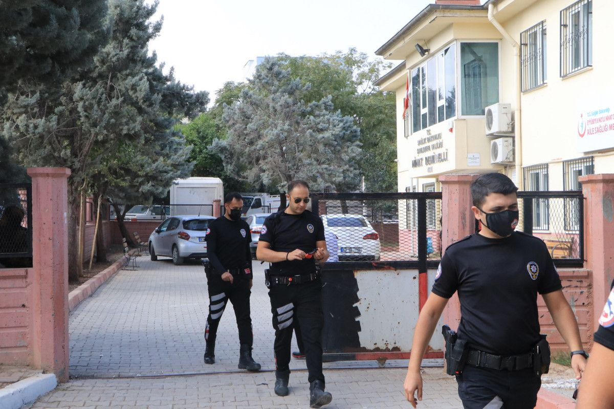 Şanlıurfa da aile hekimiyle tartışanlar, binaya saldırdı #5