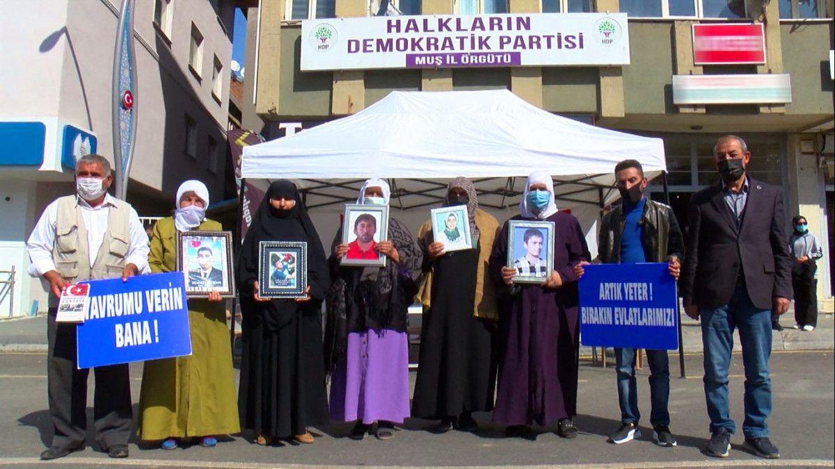 Muş ta kızı için nöbet tutan anne: Demirtaş ın cezaevinden çıkmasını istemiyorum #2