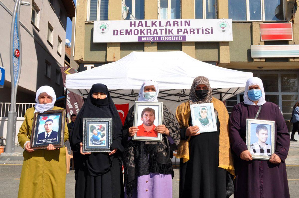 Muş ta kızı için nöbet tutan anne: Demirtaş ın cezaevinden çıkmasını istemiyorum #3
