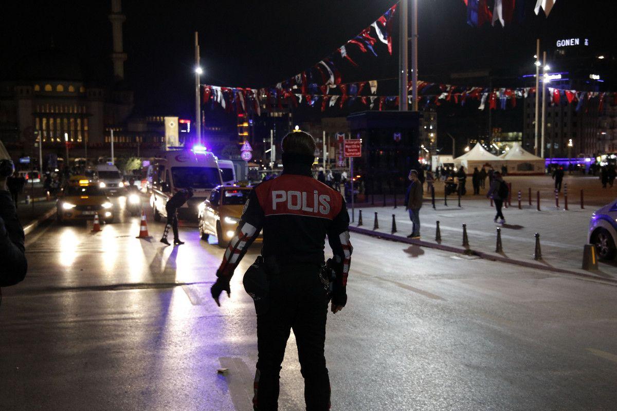 Taksim de bir kadın, polis noktasındaki taksiciye küfür etti #4