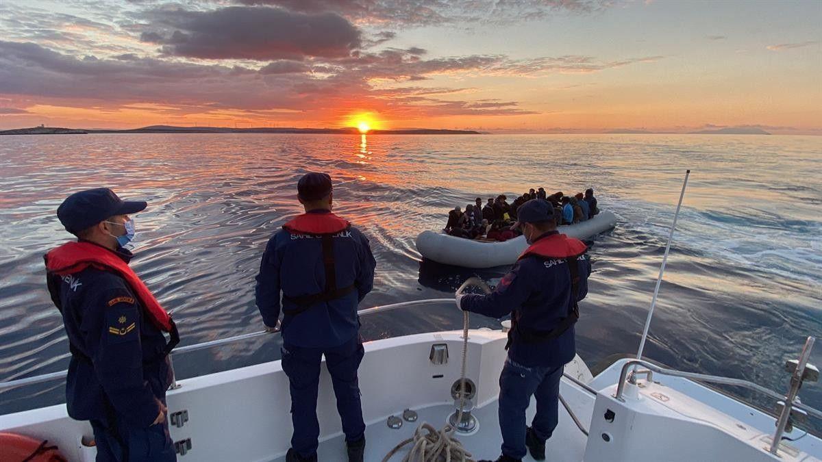 İzmir de geri itilen 67 düzensiz göçmen kurtarıldı #1