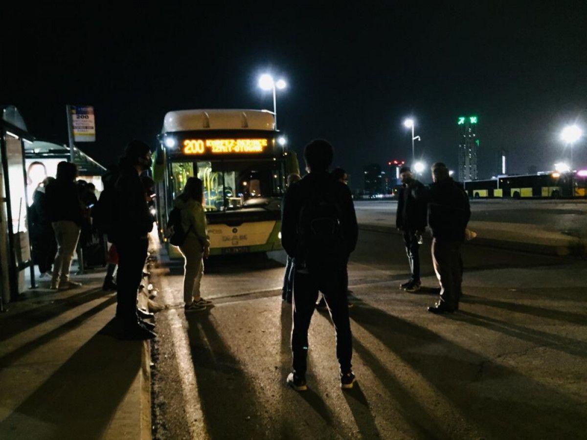 Kartal da otobüsten inmeyen koronavirüs hastası kadını polis indirdi #4
